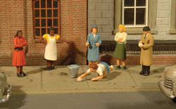 Bachmann HO Sidewalk People (7Pcs/Pk) , LIST PRICE $13.5