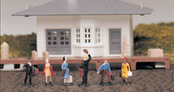 Bachmann HO Waiting Passengers, LIST PRICE $13.5