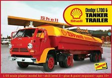 Lindberg  J Lloyd DODGE L700 W/Shell Tanker 1:25, LIST PRICE $59.95