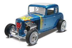 Revell Monogram '32 Ford 5-Window Coupe 1/25, LIST PRICE $26.95