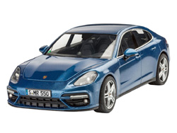 Revell - Germany Porsche Panamera 1:24, LIST PRICE $34.95